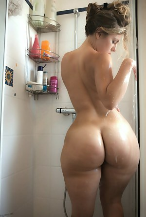Amateur bubble butt milf fucked in shower