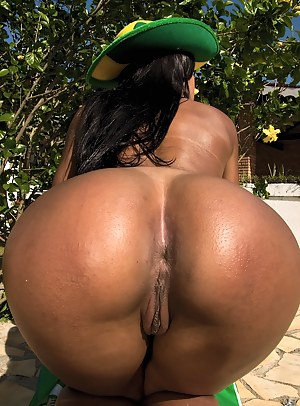 Butt women Naked brazilian big