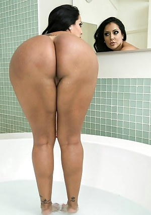 Big Ass Bathroom Porn Pictures