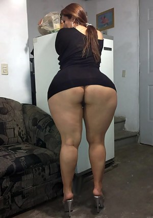 Thick ass round booty milf