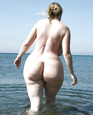 Big naked ass at the beach